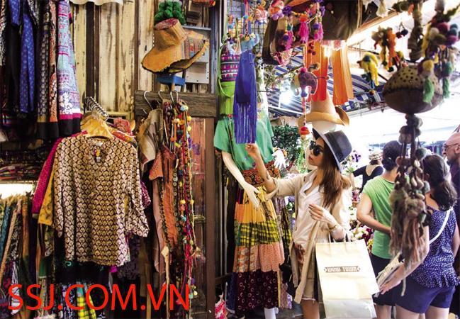 Quần áo đồ lót nữ Thái lan được bán ở chợ