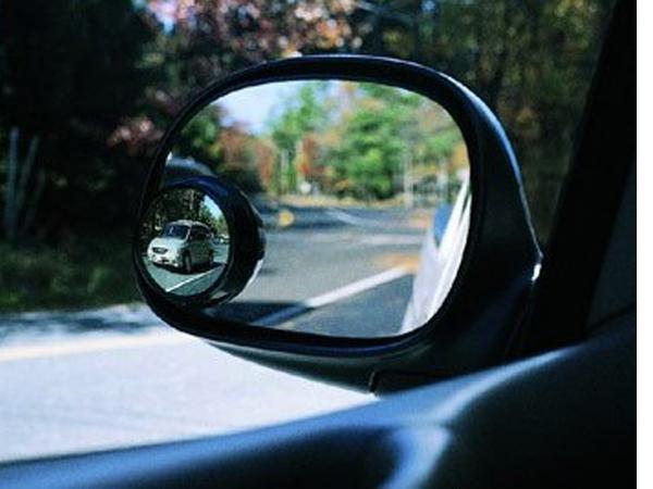 Gương chiếu hậu chống điểm mù